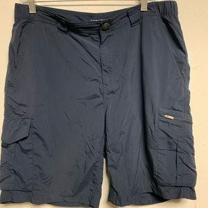 Navy blue Columbia Omni shade shorts